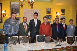 Premiados PASE DE LAS FLORES con Presidente PT y escultor     JE Cristobal